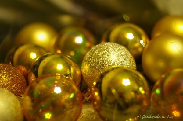 Новый год шарики и хлопушки
